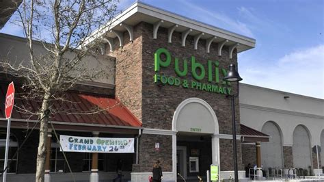 publix markets acquires two former lowes grocery