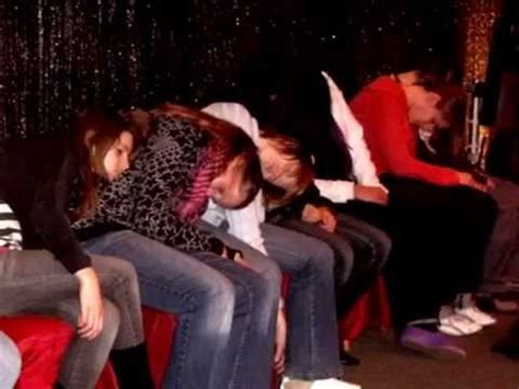 hypnose schlaf und schlaf stephan 180 s hypnose show im moviepark germany