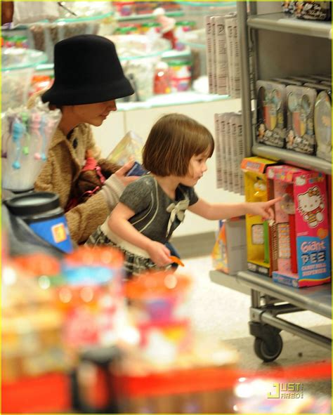 Holmess Shopping Spree For Suri by Suri Cruise Fao Schwarz Shopping Spree Photo 1586431