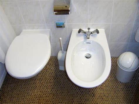 What Is A Bidet And How Does It Work using a bidet toilet