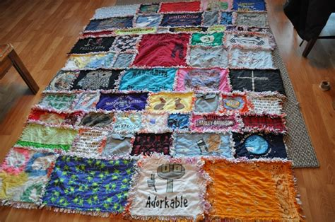 t shirt rag quilt pattern my mom s awesome t shirt rag quilt yeah she made this