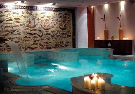spa con piscina in piscina spa fotograf 237 a de hotel principi di piemonte