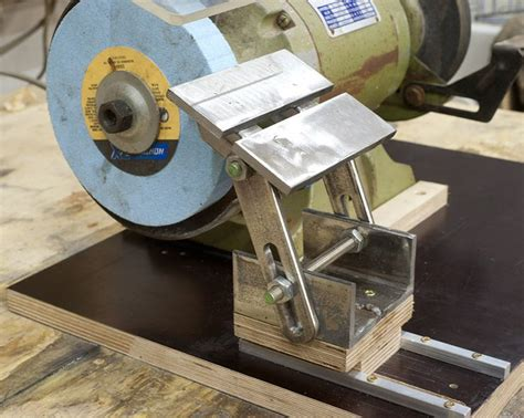 how to sharpen tools on a bench grinder bench grinder tool rest plans jun 24 2013 my bench grinder