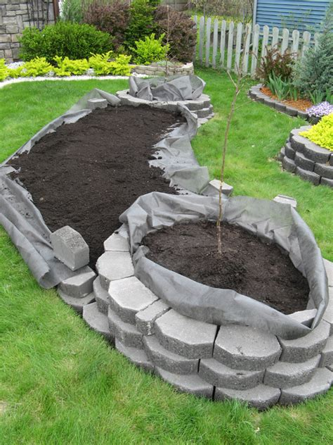 garden bed retaining wall diy island bed with retaining wall bricks home design garden architecture magazine