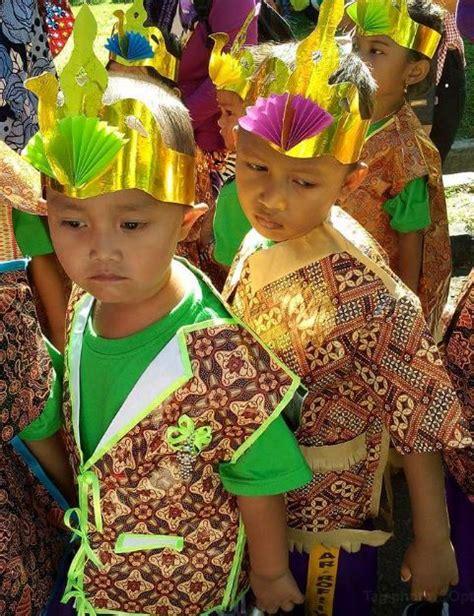 Baju Unik Untuk Karnaval baju batik kertas kado untuk karnaval dunia belajar anak