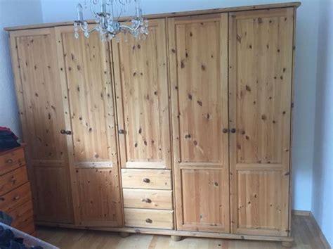 schlafzimmermöbel aus holz d 228 nisches kleiderschrank aus massiv holz kiefer matt
