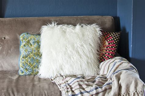 make a faux fur throw pillow diy in pdx