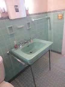 6-colorful-1950-vintage-bathrooms-the-comer-house-in