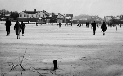 thames river frozen history of the great freeze of 1963 at windsor uk