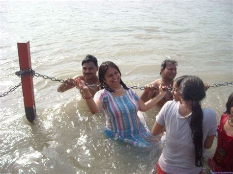 indian girl bathing in bathroom aunty bathing in river real life xposers pinterest