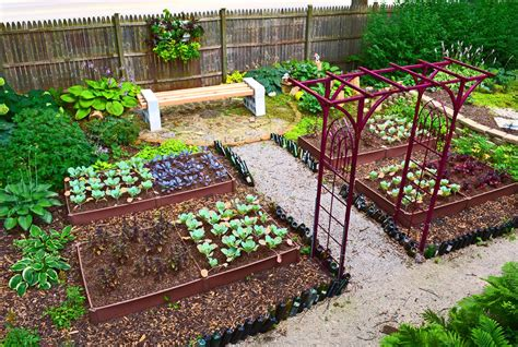Diy Backyard Garden Ideas Diy Backyard Garden House Design With 4x8 Painted Brown Wood Raised Bed Gate And Wooden
