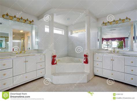jacuzzi style bathtub person jacuzzi bathtub icsdri apinfectologia