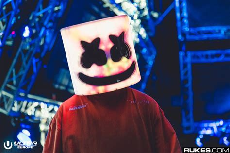 marshmello identity marshmello takes off helmet at iheartradio mmvas to reveal