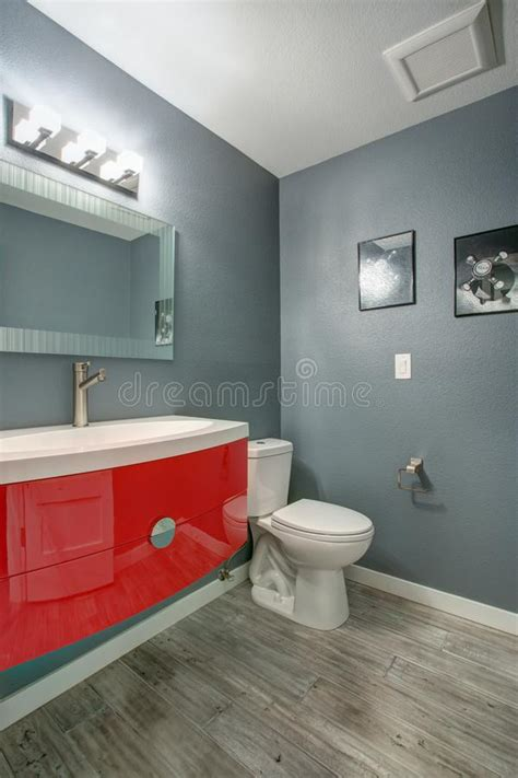 cuarto gris con rojo dise 241 o gris y rojo del cuarto de ba 241 o en renovado