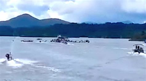 tourist boat sinks in colombia youtube colombia crowded tourist boat sinks 9 dead 28 missing