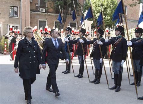 ministro della difesa pinotti incontra il ministro della repubblica di