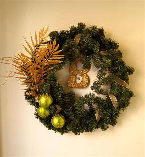 wreath  put   wreath   front door