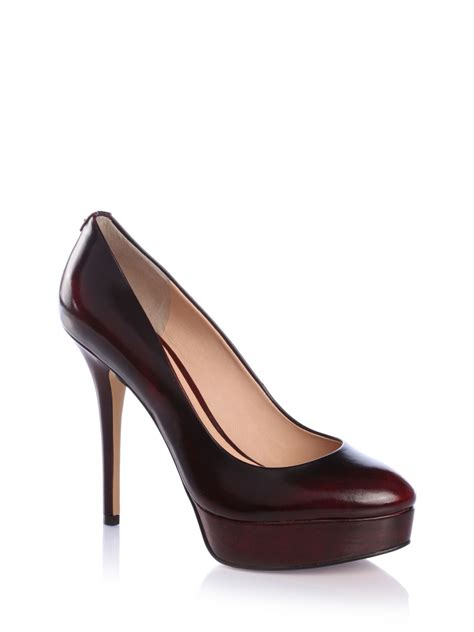 guess shoes guess elsea antik leather court shoe in burgundy lyst
