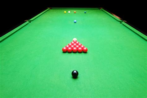 how many balls on a pool table difference between pool and snooker