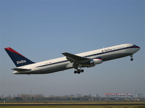 Delta Airlines R by Jet Airlines Delta Air Lines