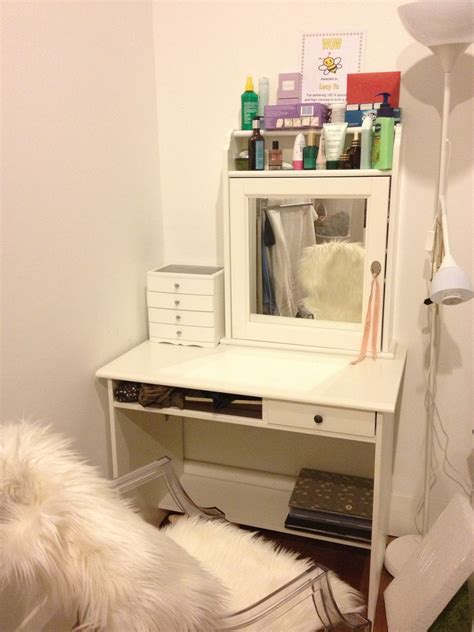 Makeup Vanity Table For Small Spaces Diy Wood Makeup Vanity Table Painted With White Color Plus
