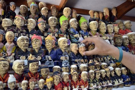 Oleh Oleh Gantungan Kunci Bendera Dari Indonesia oleh oleh khas tana toraja travelon by wego indonesia