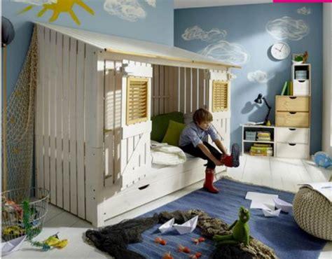 Ordinaire Modele Chambre Fille 10 Ans #6: .lit_cabane_enfant_style_maisonnette_avec_volets_lit_enfant_type_cabane_en_bois_naturel_pour_fille_et_garcon_lit_cabane_original_pour_enfant_m.png