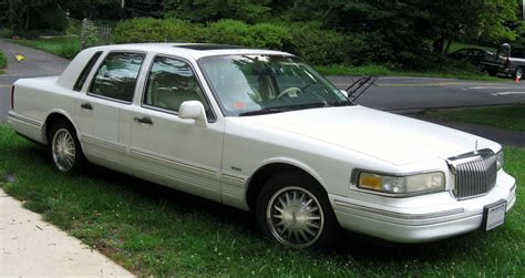 file 95 97 lincoln town car jpg wikimedia commons