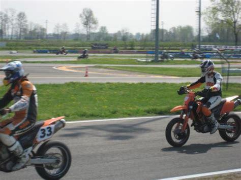 Warndreieck F R Motorrad In Italien by Supermototraningstour Italien 04 2009 Motorrad Fotos