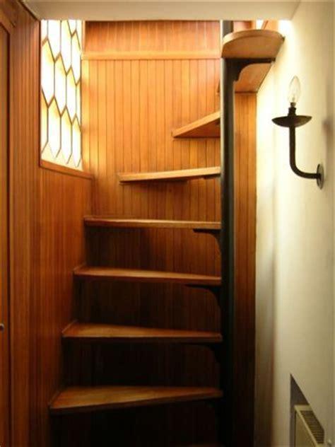wendeltreppen für kleine räume treppe design platzsparend