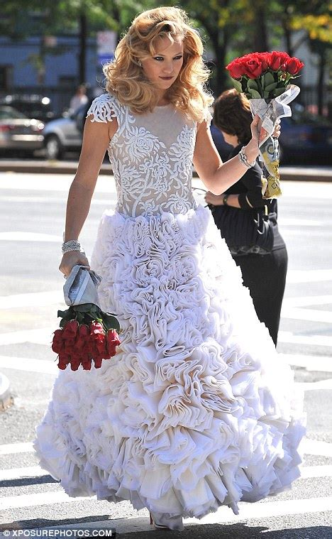 kate hudson wedding kate hudson tries on wedding dresses but don t worry a