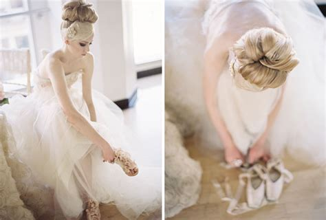 Cremefarbene Ballerinas Hochzeit by Black Swan White Swan Wedding Inspiration Green