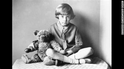 Boneka Winnie The Pooh Sitting Original winnie the pooh gets a new friend cnn