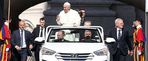 pope mobile pope francis debuts new hyundai version of popemobile
