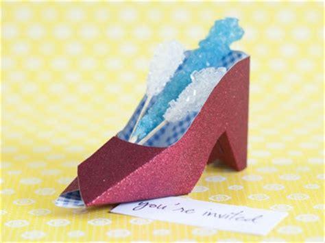 diy paper shoes sheek shindigs diy paper shoe favor box