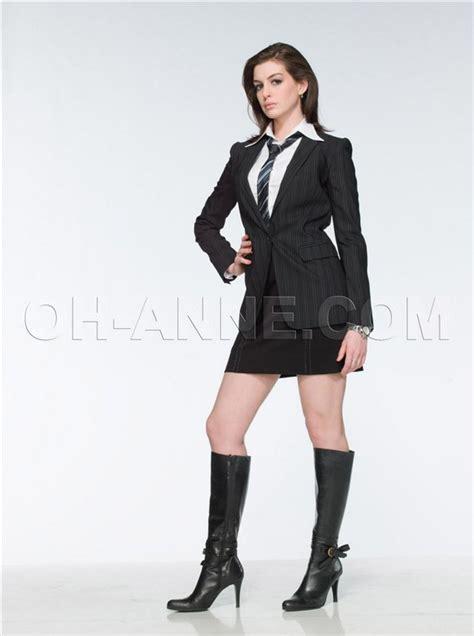 Angelina Jolie Leg: anne hathaway boots