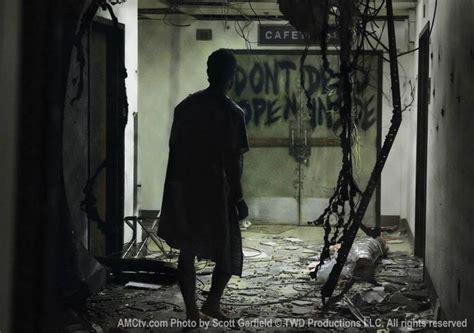 Kaos The Walking Dead Dont Open Dead Inside Putih 1 tv who wrote quot don t open dead inside quot on the doors