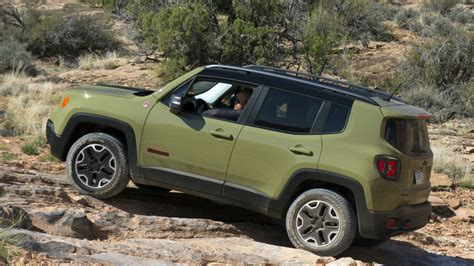trailhawk jeep green 2015 jeep renegade trailhawk photo gallery autoblog