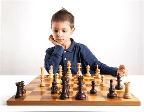 imagenes niños jugando ajedrez dibujos de ni 241 os jugando ajedrez imagui