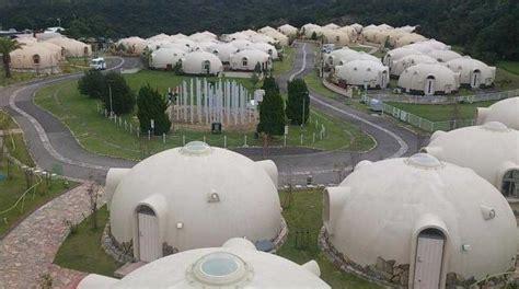 amazing dome cottages in toretore village sirahama construire en courbes pour r 233 sister aux bourrasques