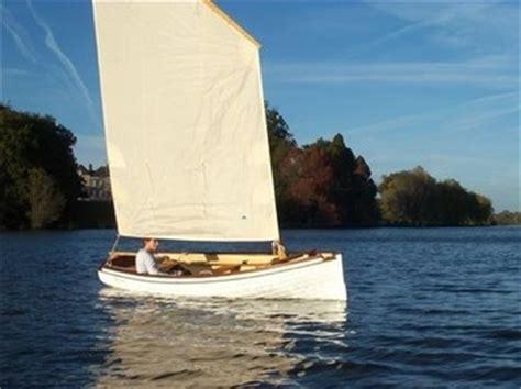 bateau aviron safran canot voile aviron bel ami canotage de france voiliers