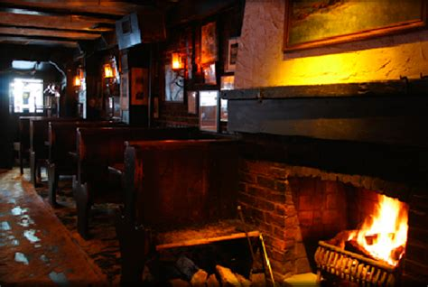 Bars With Fireplaces by 5 Gramercy Park Fireplace Bars To Keep You Warm Through