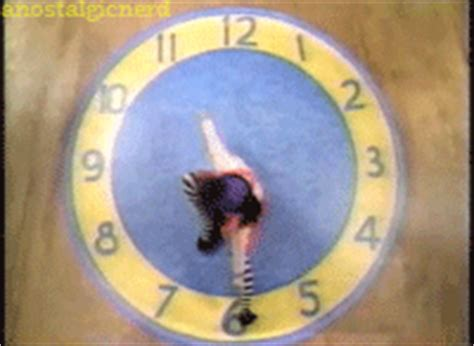 big comfy couch clock the big comfy couch clock gif find share on giphy