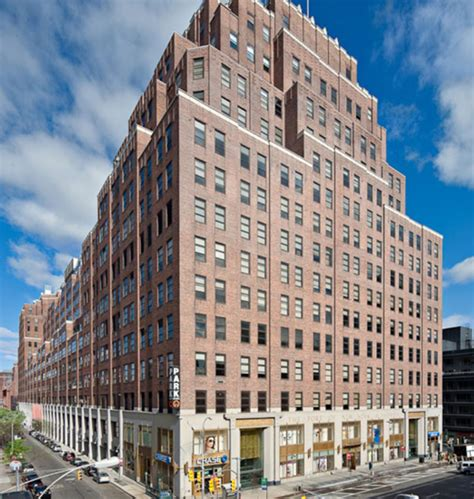 How Much Is 400 Square Feet by Google Buys Huge Building In Ny For 1 9 Billion