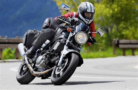 Motorrad Fahren Nur Mit Autoführerschein by Sicher Unterwegs Motorrad Und Fahrrad