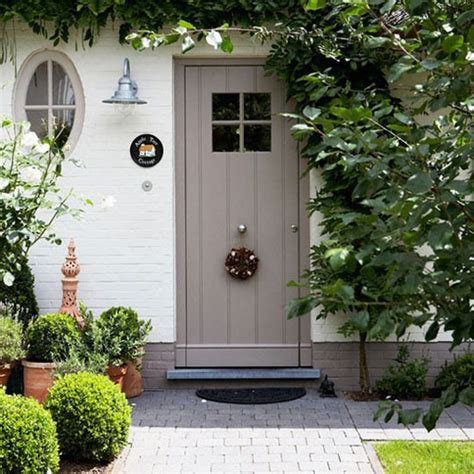 25 modern front door with wood accents decorazilla 25 eclectic front doors with pastel colors decorazilla