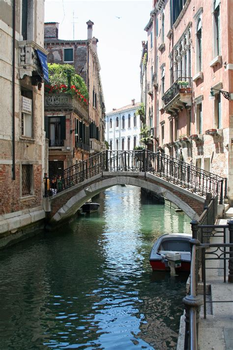 Bridge in Venice   iPhone Wallpapers