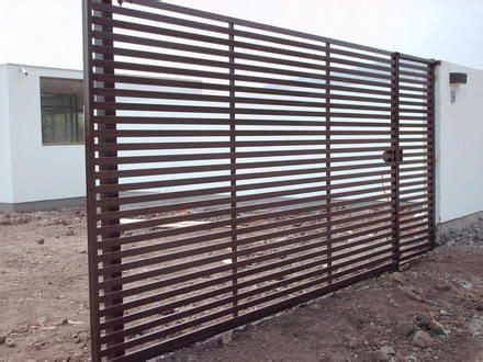 imagenes cobertizos de fierro fotos de portones rejas protecciones cobertizos