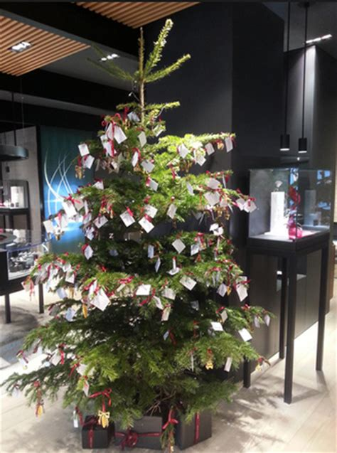christmas tree donation georg boosts csr bond foot traffic via donations luxury daily