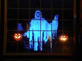 halloween window decorations outdoor halloween decorations ideas to stand out